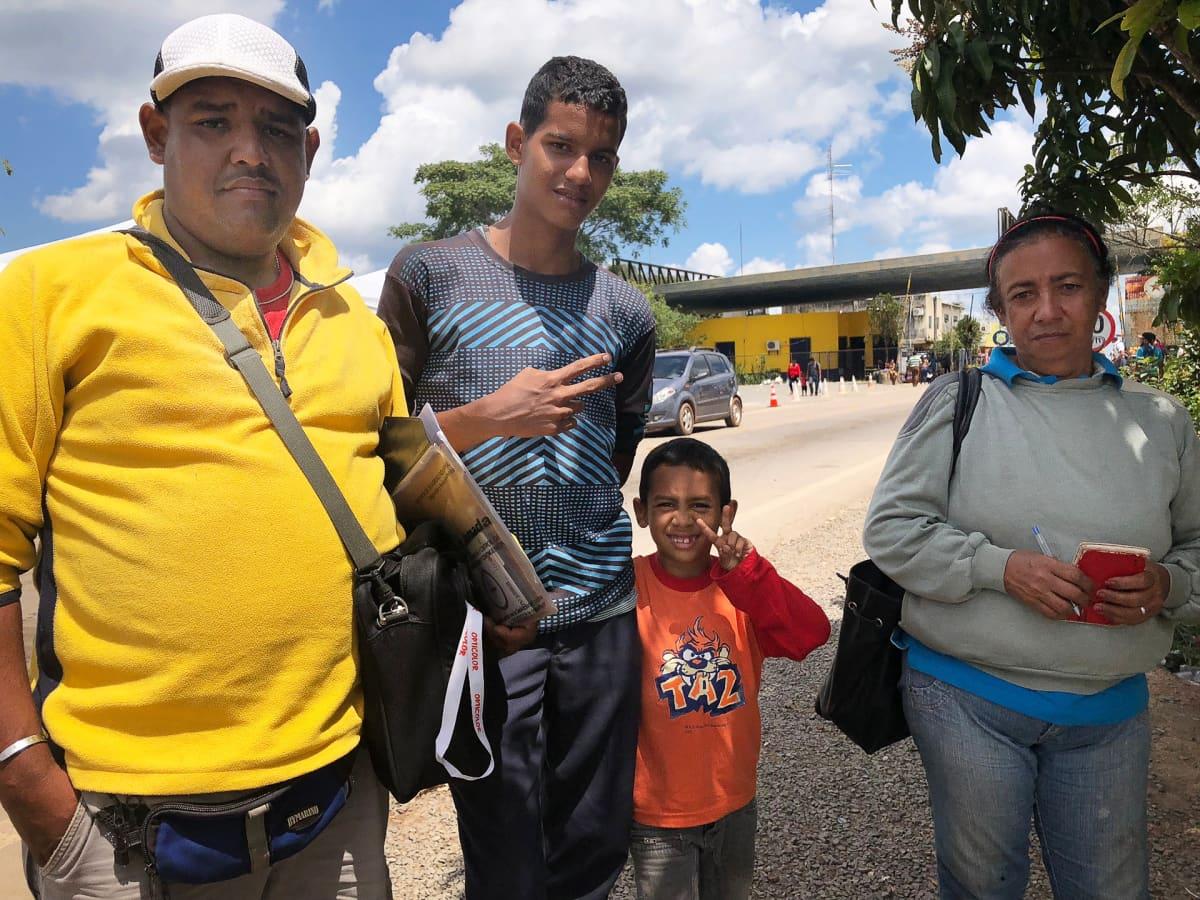 Abraham Precilla ja Alida García sukulaisineen pyrkivät Venezuelan rajalta Sao Paoloon aloittamaan uutta elämäänsä.