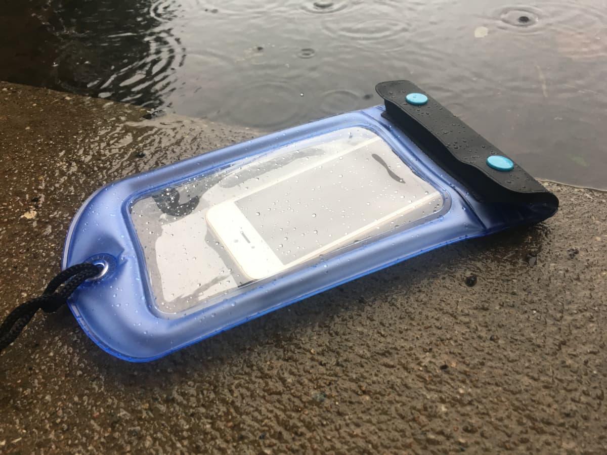 Luurillani on uimapatja. Soittakaa äipälle, jos tulva vie toimittajan mennessään.