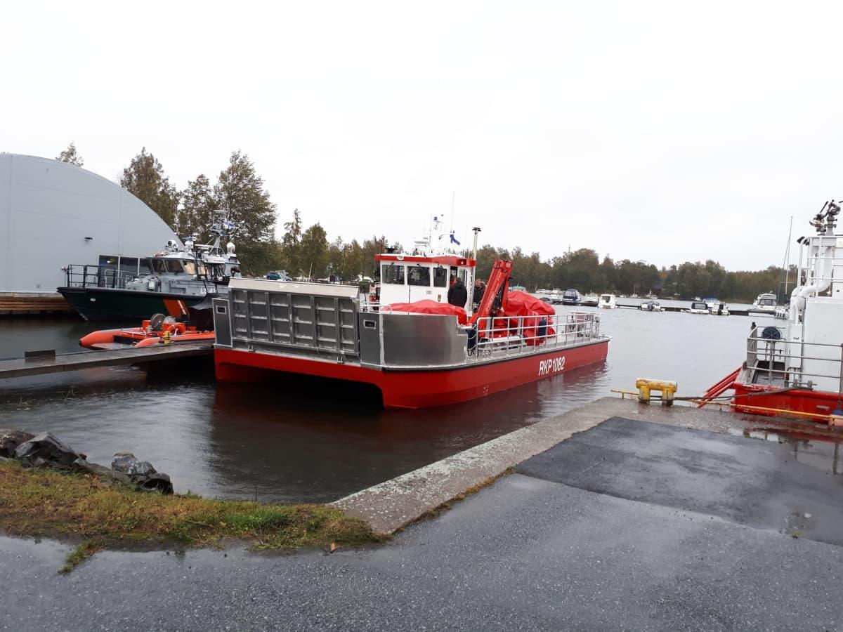 Kuvassa Keski-Pohjanmaan uusi öljyntorjunta-alus.