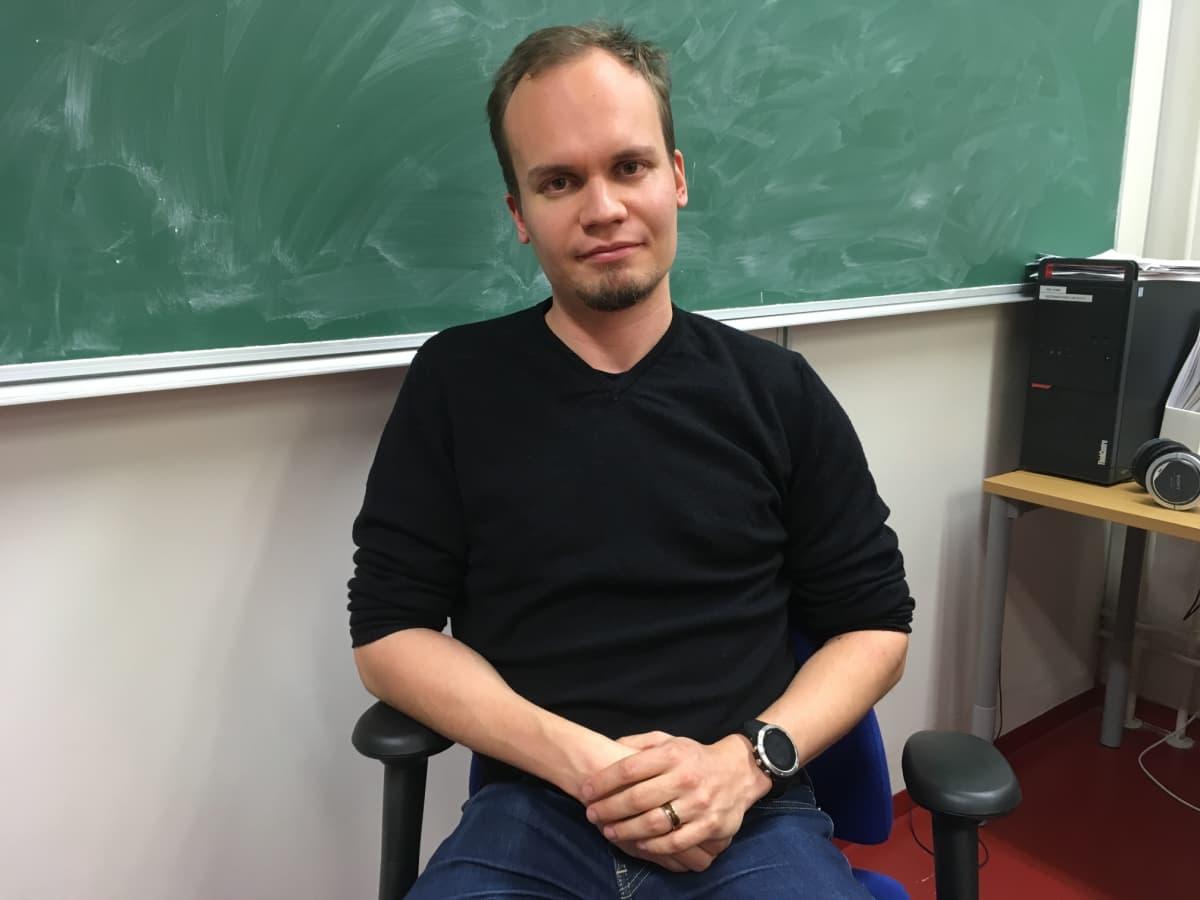 Väitöskirjatutkija Juha Tiihonen Tampereen teknillisellä yliopistolla