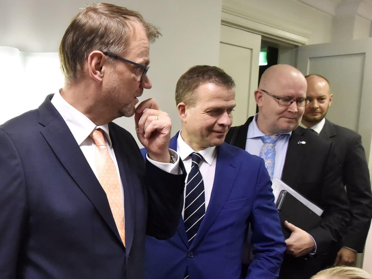 työministeri Jari Lindström, pääministeri Juha Sipilä ja valtiovarainministeri Petteri Orpo