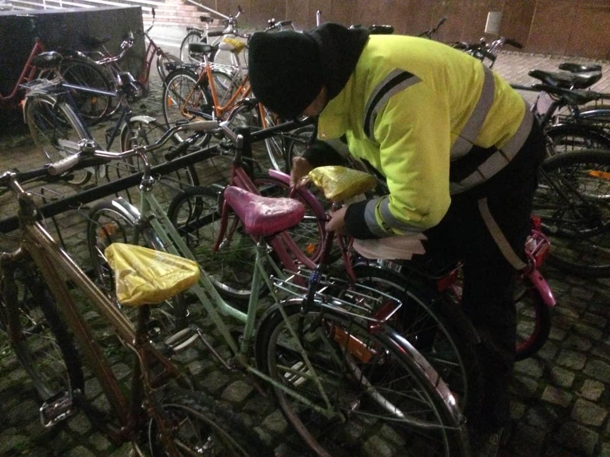 Hylätyt pyörät siivotaan pois pyöräparkeista