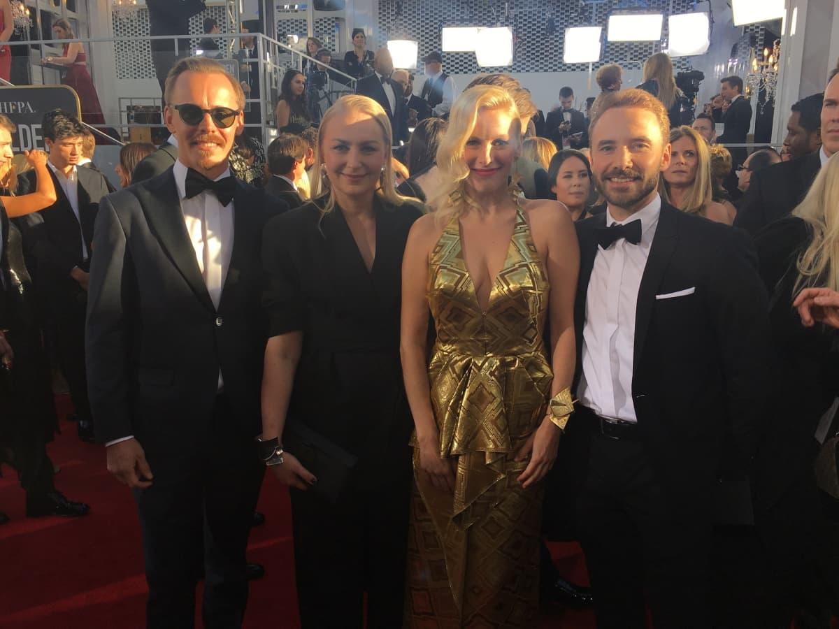 Jasper Pääkkönen, Zaida Bergroth, Laura Birn ja Samuli Vauramo Golden Globessa.