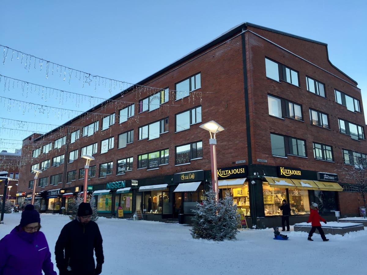 Alvar Aallon suunnittelemat Rovakatu 20 ja 18. Toisissaan kiinni olevista taloista kuvassa lähempänä oleva numero 18 on valmistunut 1959 ja numero 20 vuonna 1962.