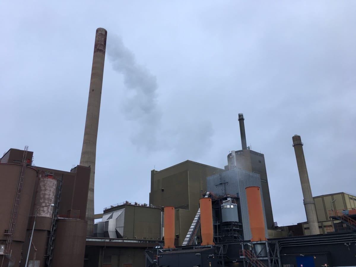 Vaskiluodon voimalaitos Vaasassa tuottaa kaukolämpöä ja sähköä kivihiilestä ja biokaasusta.
