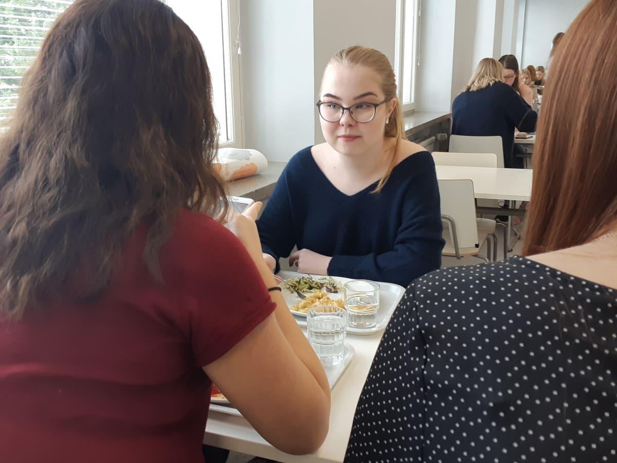 Kouvolan yhtesilyseon lukiolainen Anni Rautiainen
