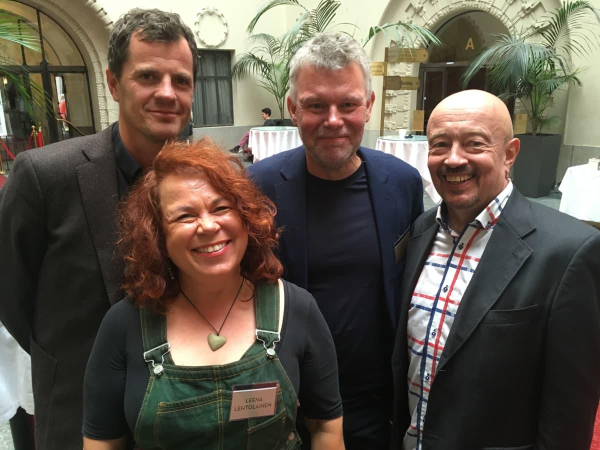 Kirjailijoita ja toimittaja: Martin Österdahl, Leena Lehtolainen, Arne Dahl ja Juha Roiha