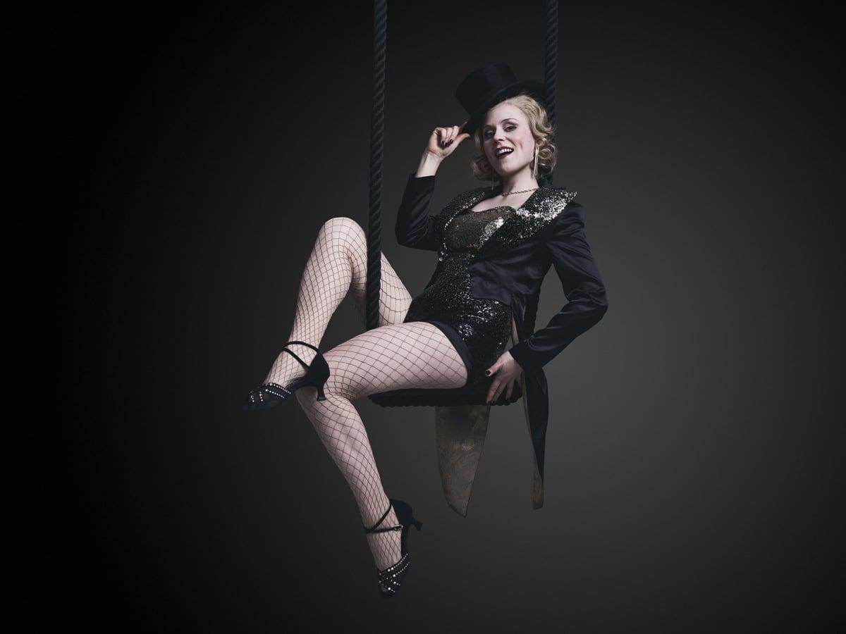 Siiri Partanen nähdään laulajatar Sally Bowlesin roolissa Cabaret-musikaalissa.