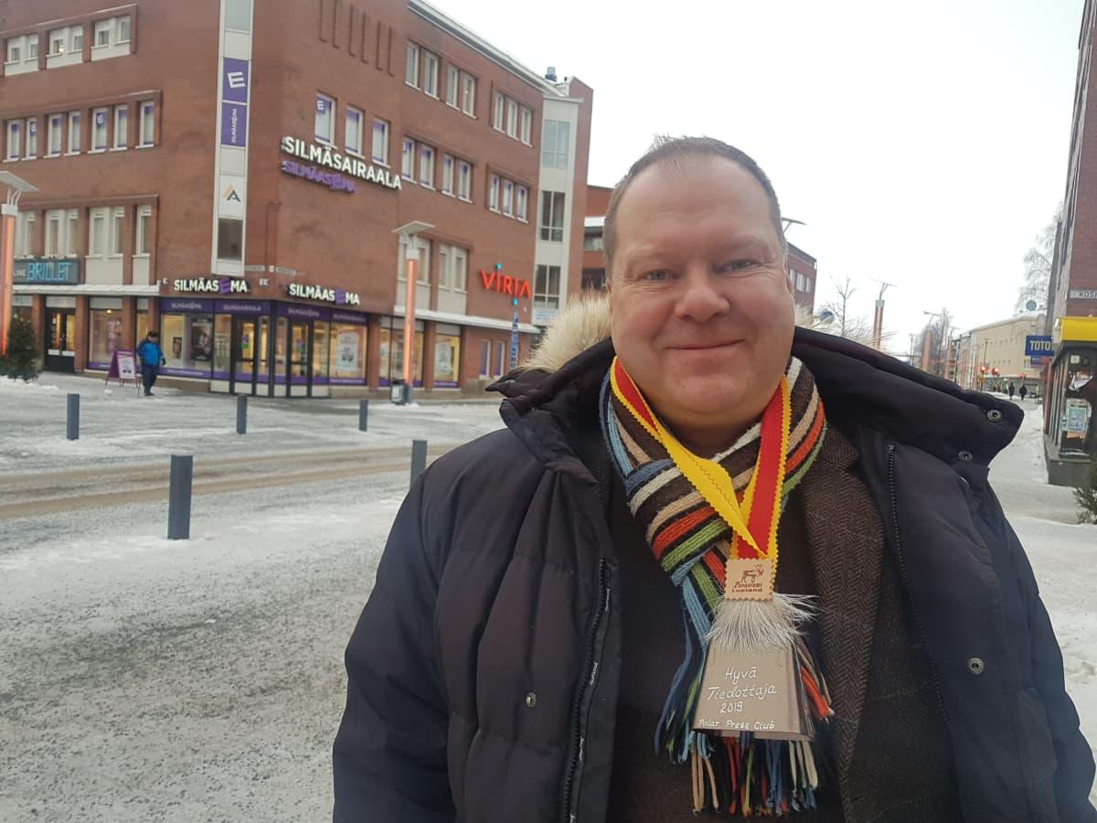 Polar Press Club on palkinnut Lapin sairaanhoitopiirin infektioylilääkäri Markku Broaksen hyvästä tiedottamisesta.