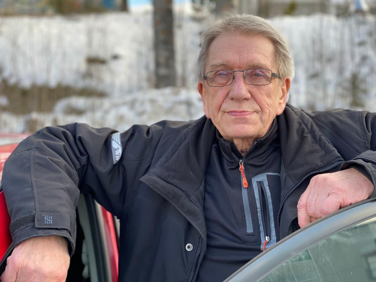 Pekka Kauppinen selvisi kolmen auton kolarista naarmuitta.