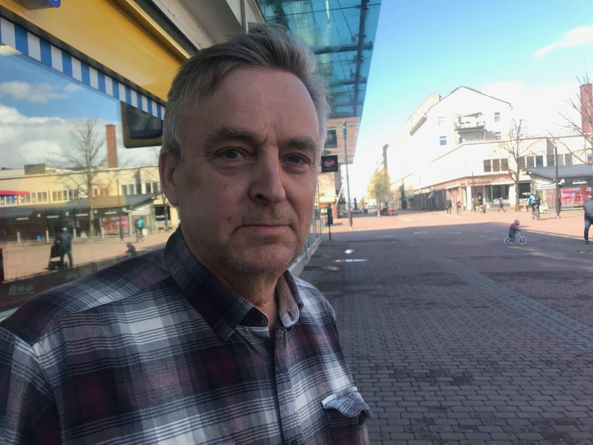 Markku Koskinen Porin kävelykadulla