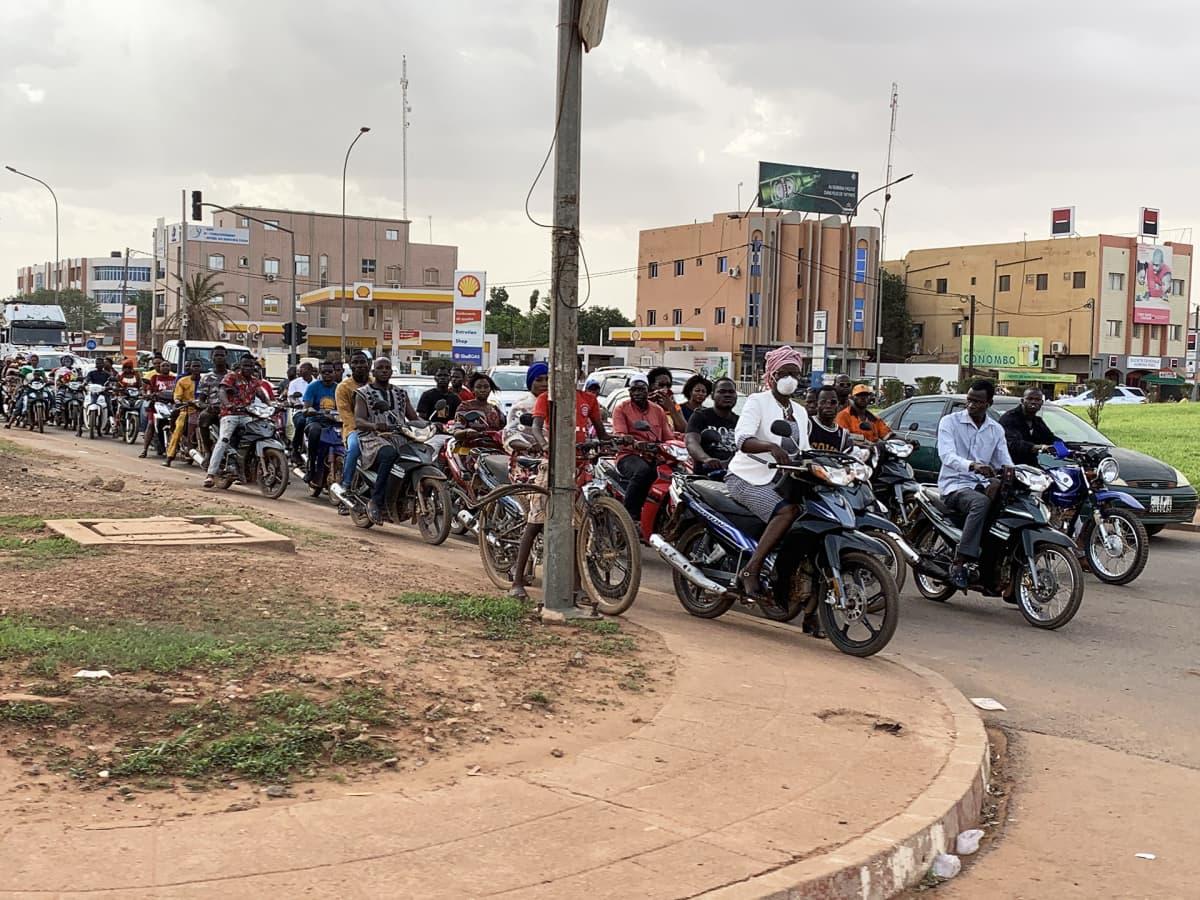 Moottoripyöräilijöitä