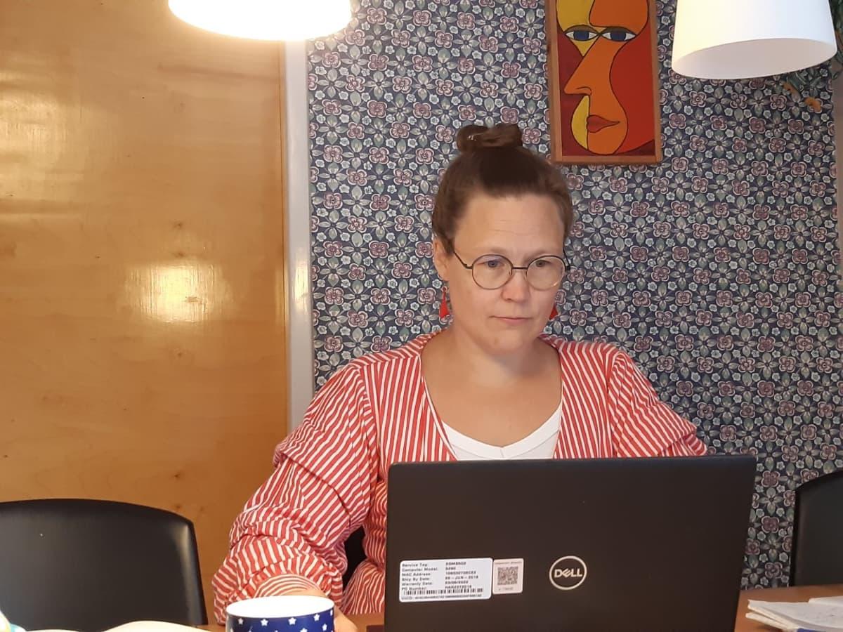Yliopisto-opettaja Maija Yli-Jokipii
