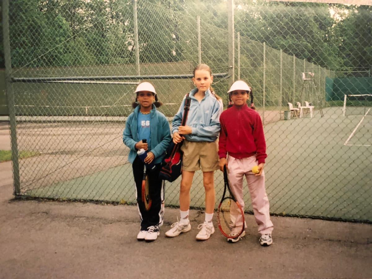 Tennis oli jo pienenä Wanda (vas.) ja Naomi (oik.) Holopaisen suuri intohimo.