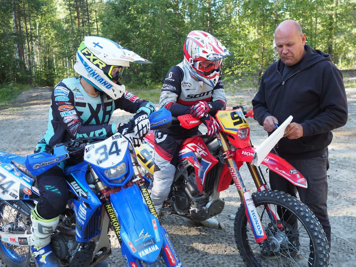 Enduro Eero Remes (34), Roni Kytönen (91) ja Vesa Kytönen