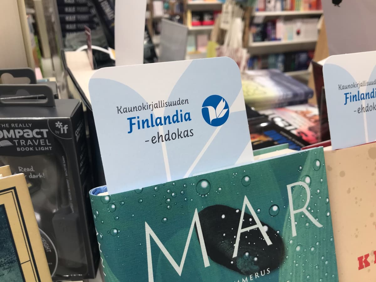 Anni Kytömäen Margarita-kirja kirjakaupassa.