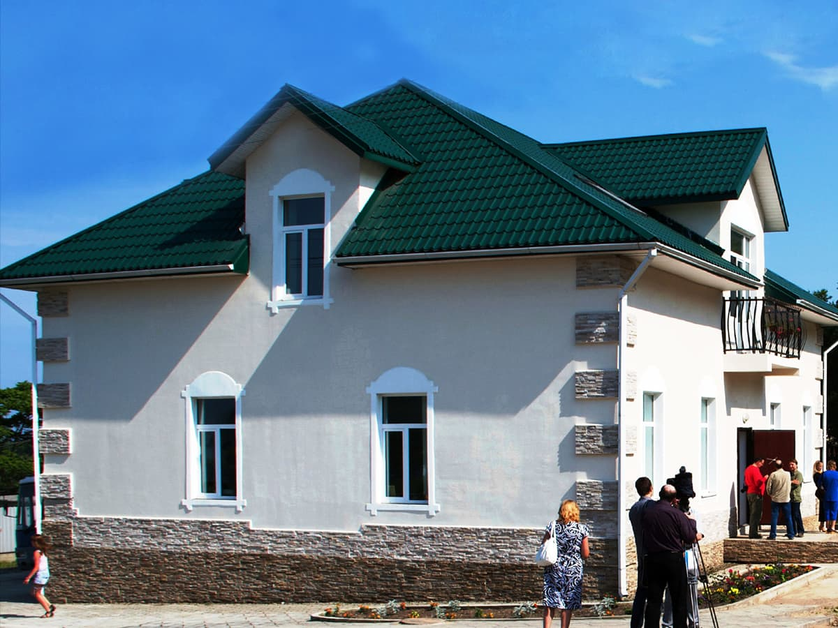 Valokuva rakennuksesta Leonid Vasjukevitshin kotialbumista.
