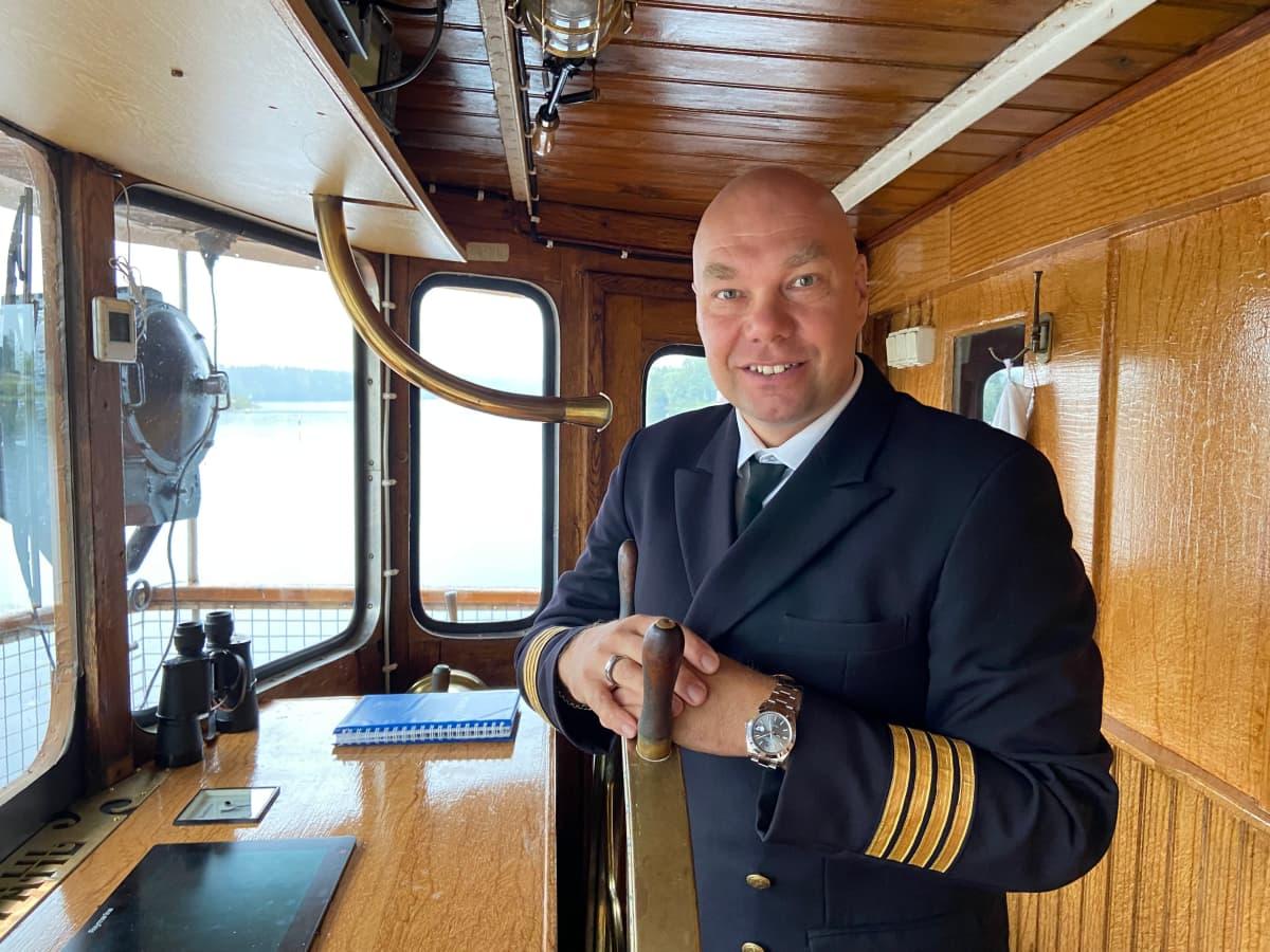 Laivuri Janne Leinonen on tyytyväinen kuluvaan matkailukesään.
