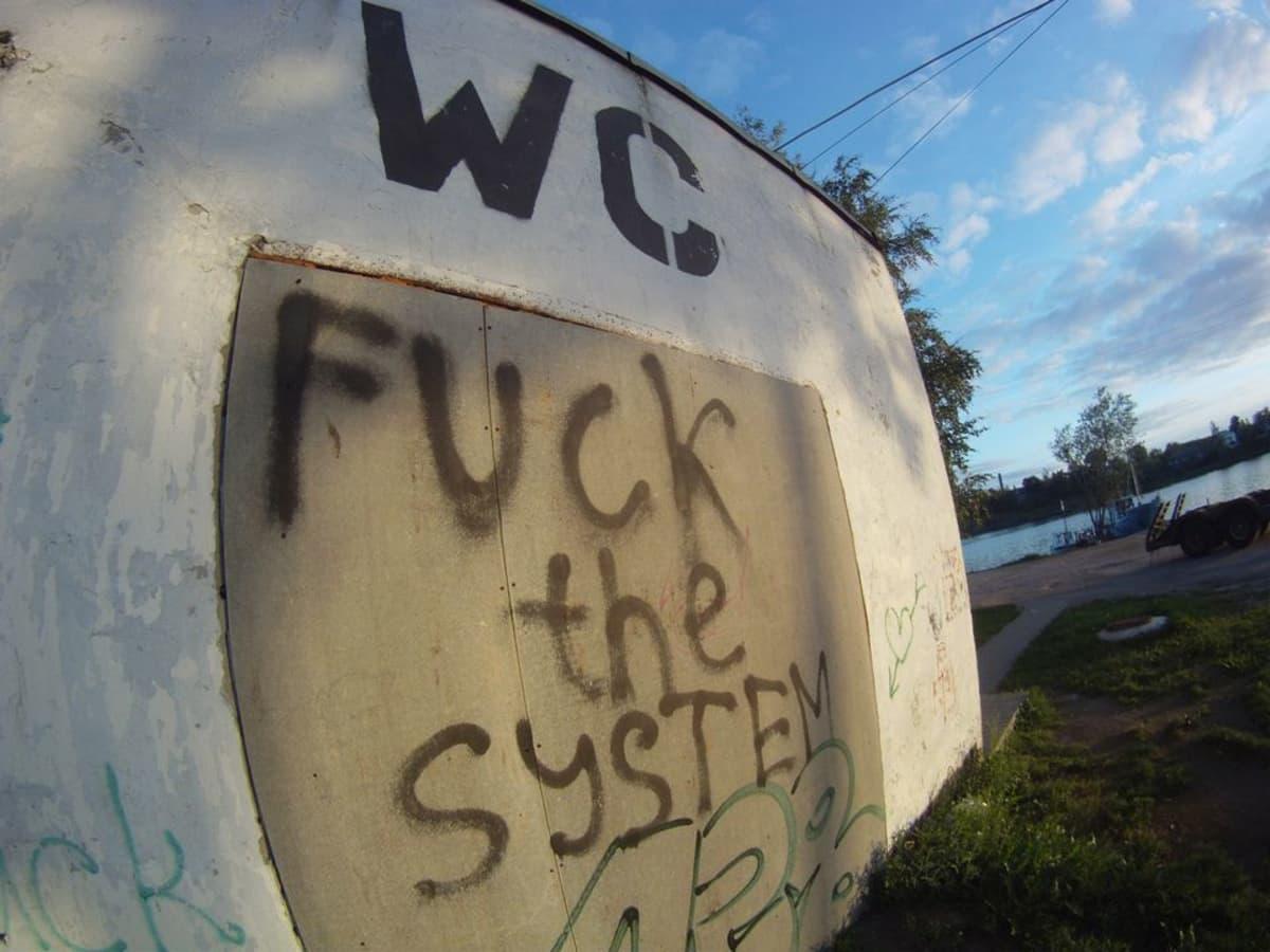 Ostoseksi_sortavala_wc_fuck_the_system