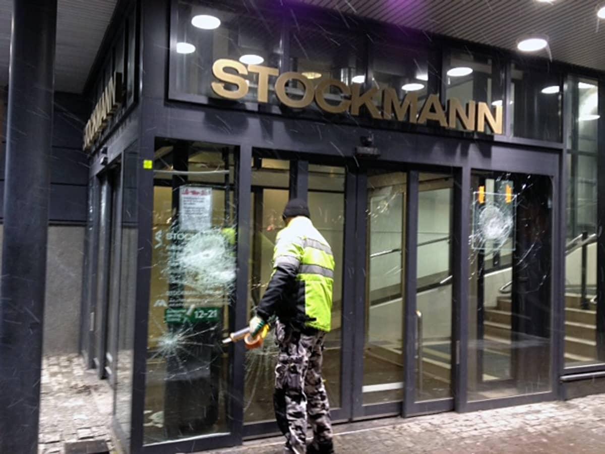 Tampereen Stockmannin rikotut ikkunat