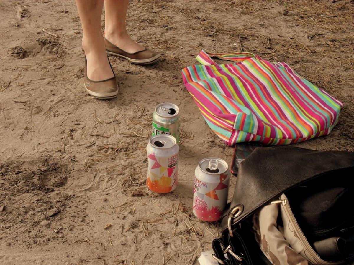 Nuoriso juhlii rannalla