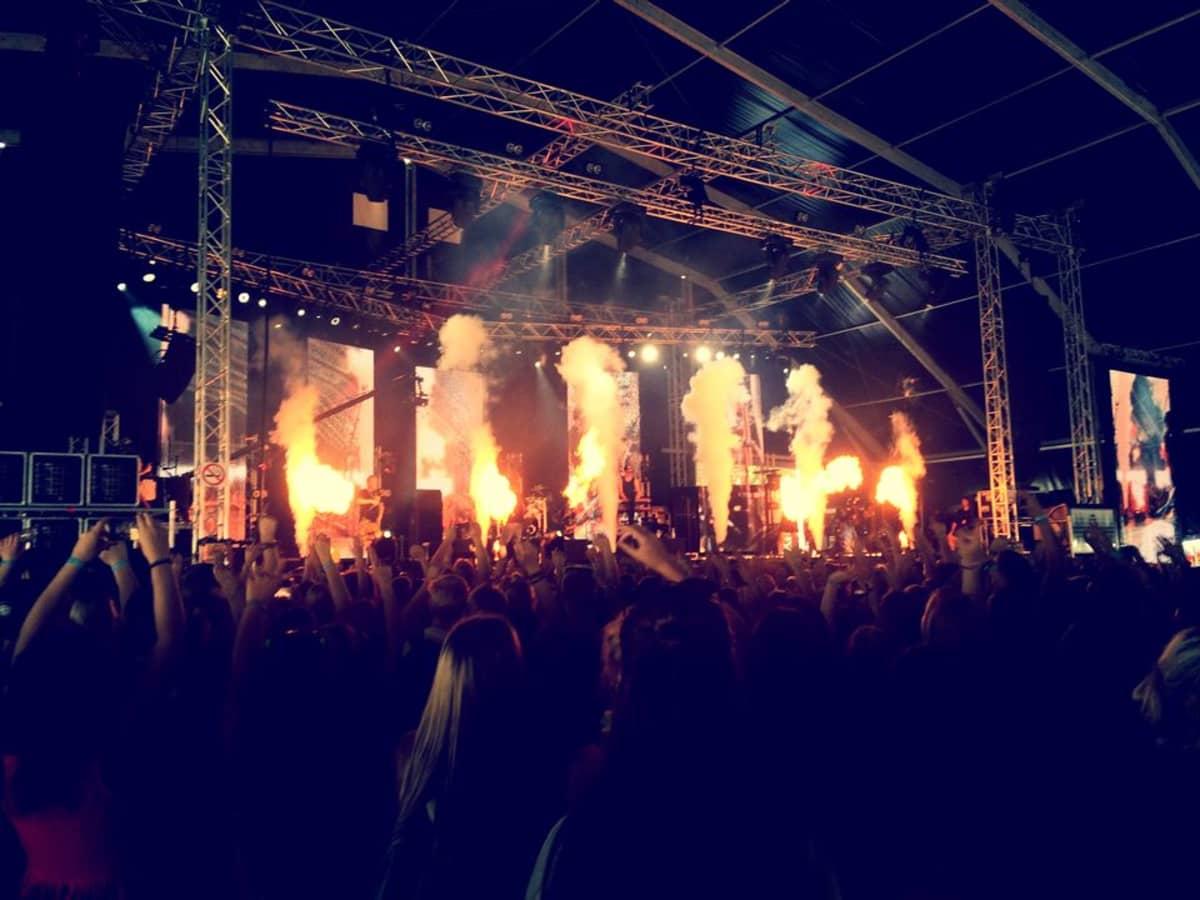 Redrama esiintyi Blockfestien YleX stagella.