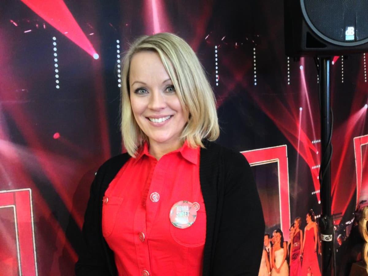 Heidi Pakarinen markkinoimassa Seinäjoen Tangomarkkinoita