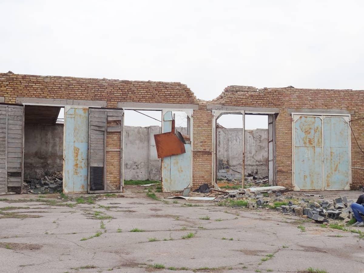 Sota pieksi Osykovon kylää viime syksynä, ja viljavarastoon tuli osuma.