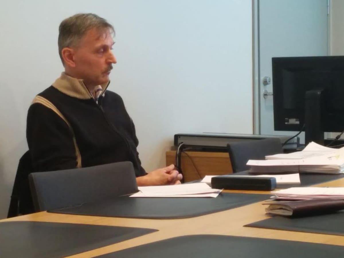 Kotkan kaupungilta irtisanottu Asko Kervinen vaatii vahingonkorvauksia muun muassa yksityisyydensuojan rikkomisesta