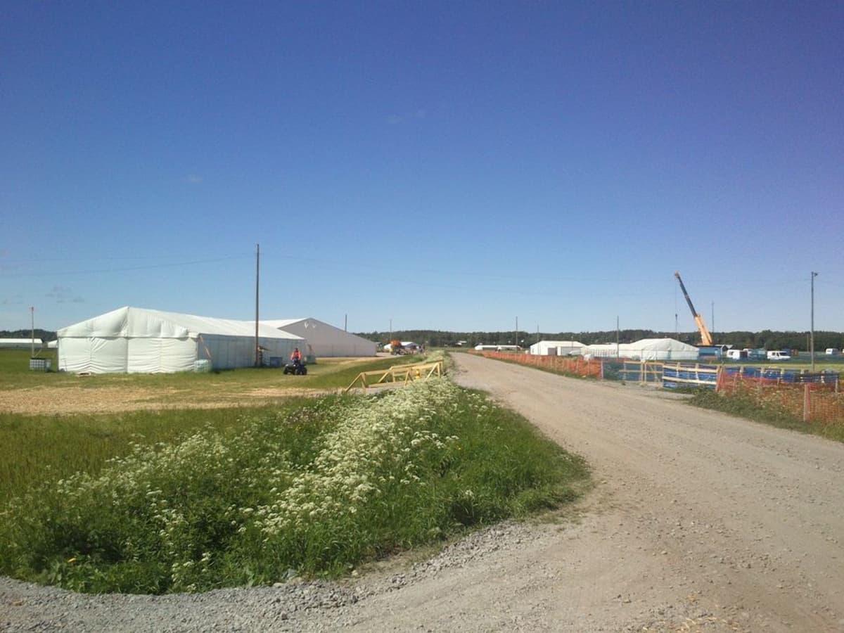 Suviseurat rakentuvat Vaasan Söderfjärdenillä.