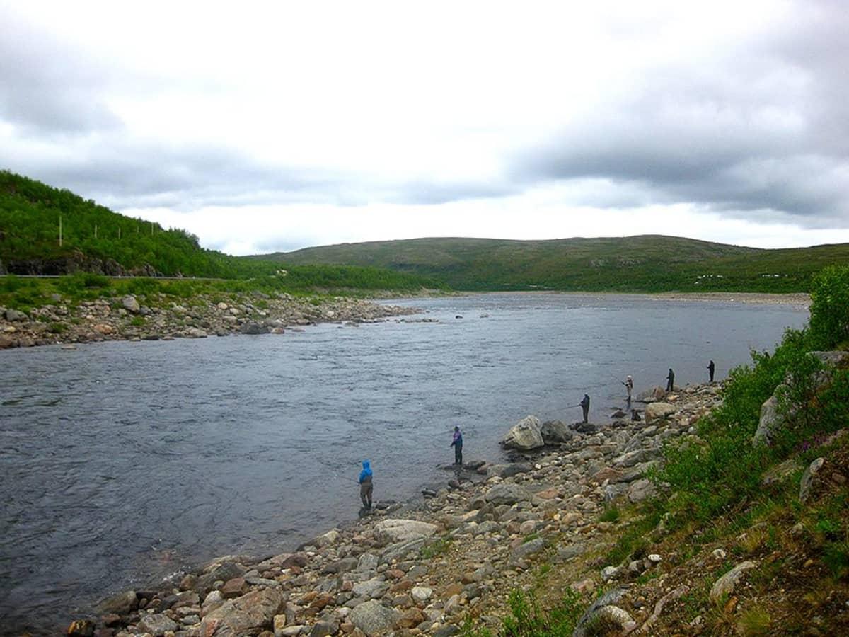 Kalastajia Tenolla