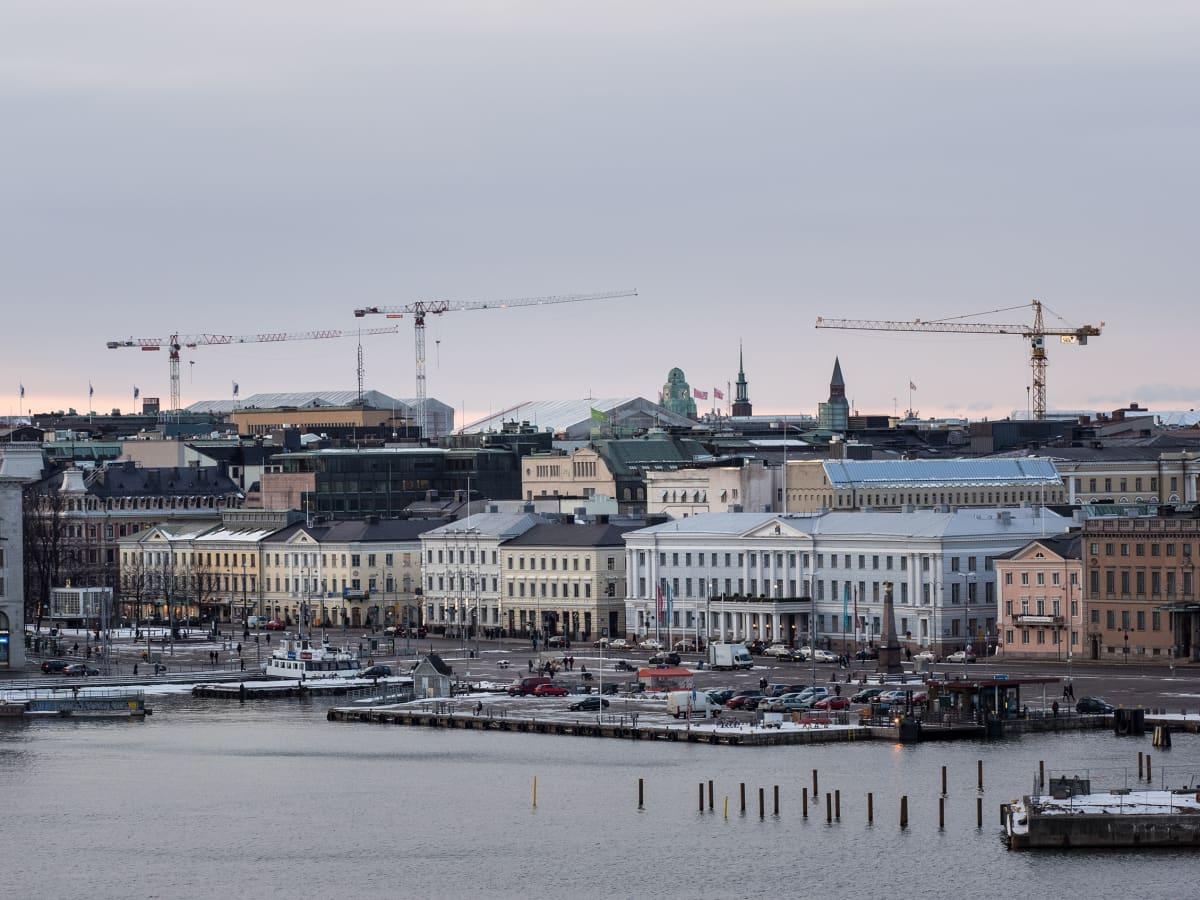 Näkymä mereltä käsin Helsingin kauppatorille.