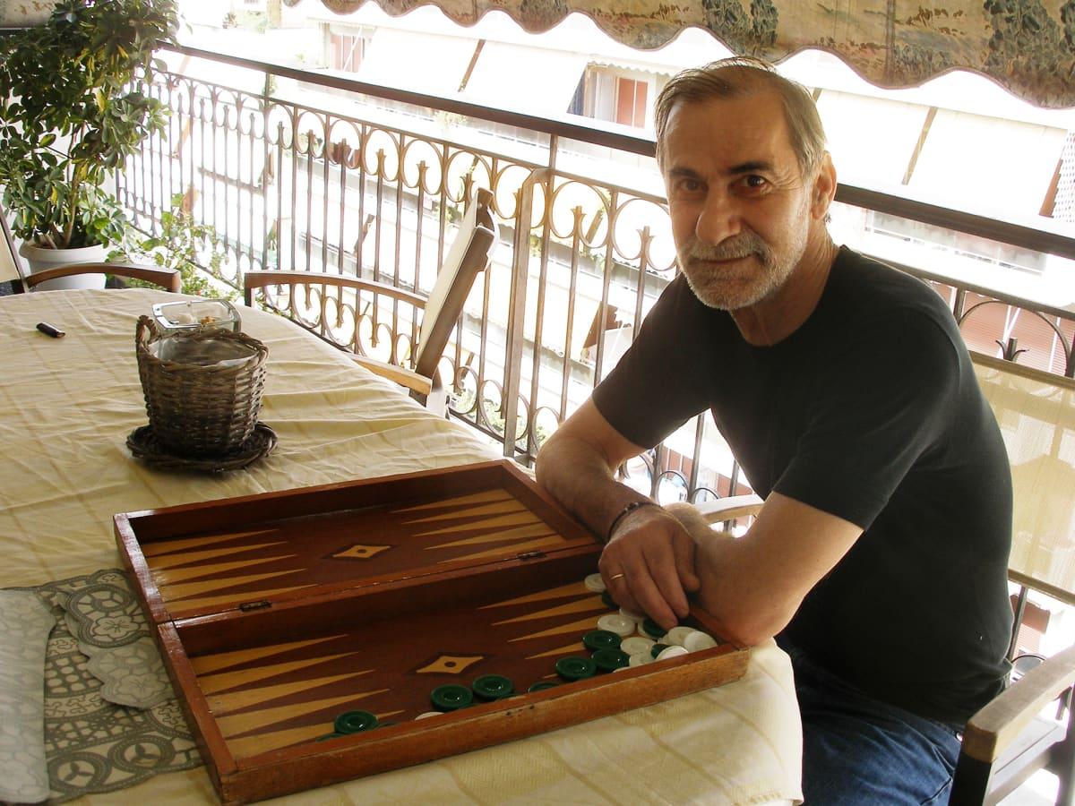 Pitkään työttömänä ollut ateenalainen Panagiotis Kostopoulos ei unelmoi enää työn saannista.