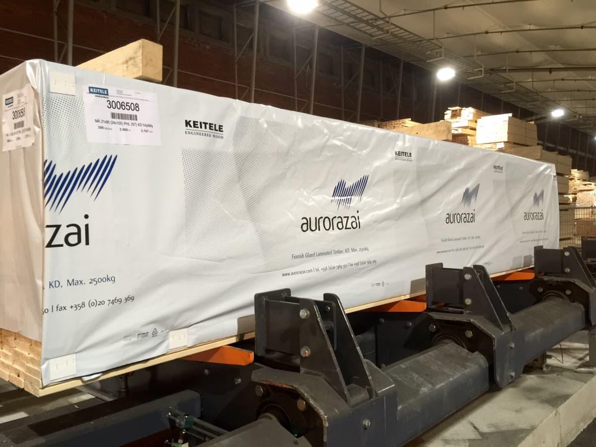 Keitele Groupin Lappi Timberin Kemijärven tehtaalta viedään Japaniin liimapalkkeja tuotenimellä Aurorazai. 17.6.2016