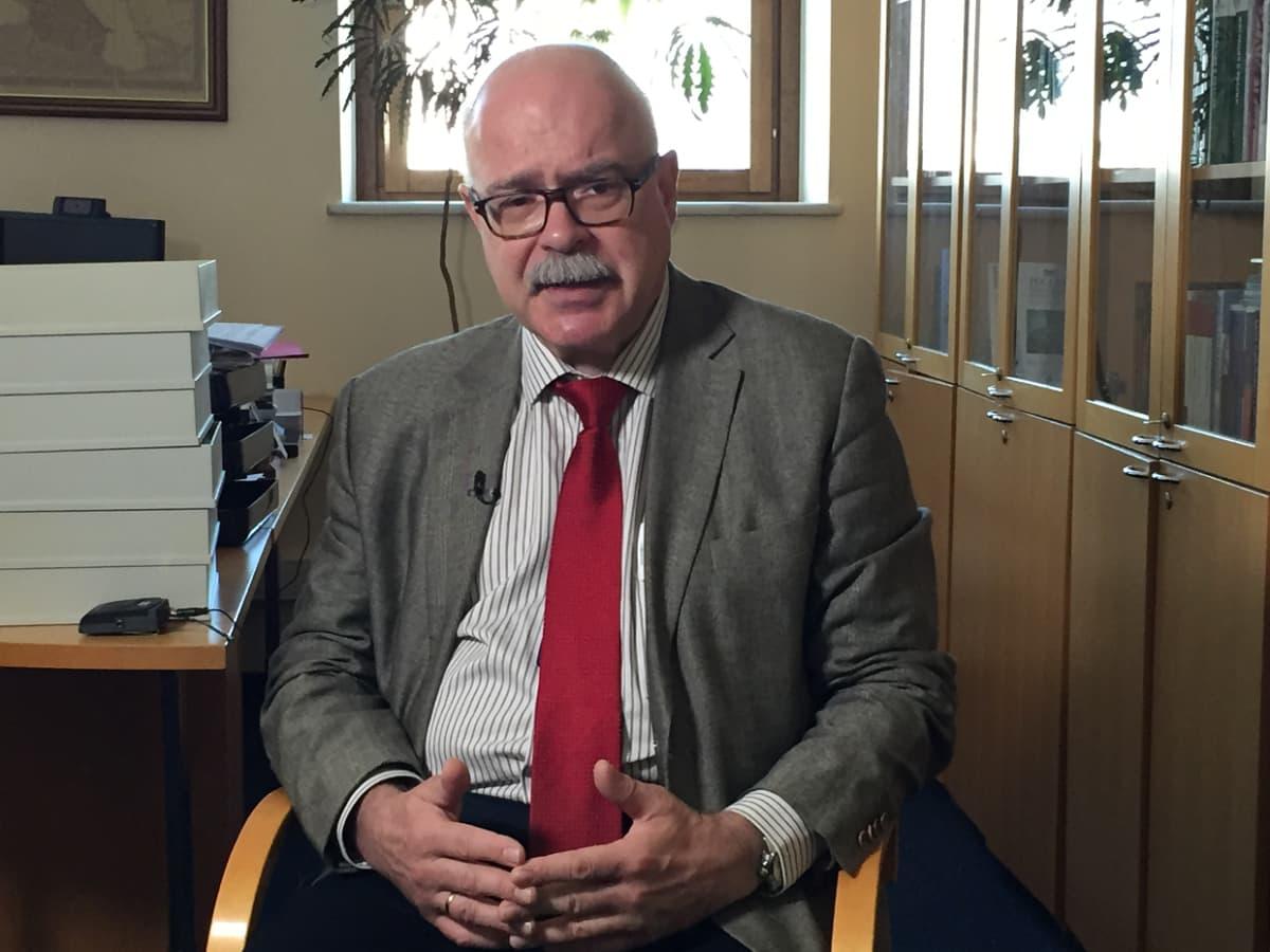 Moskovan Carnegie-keskuksen johtaja Dmitri Trenin.