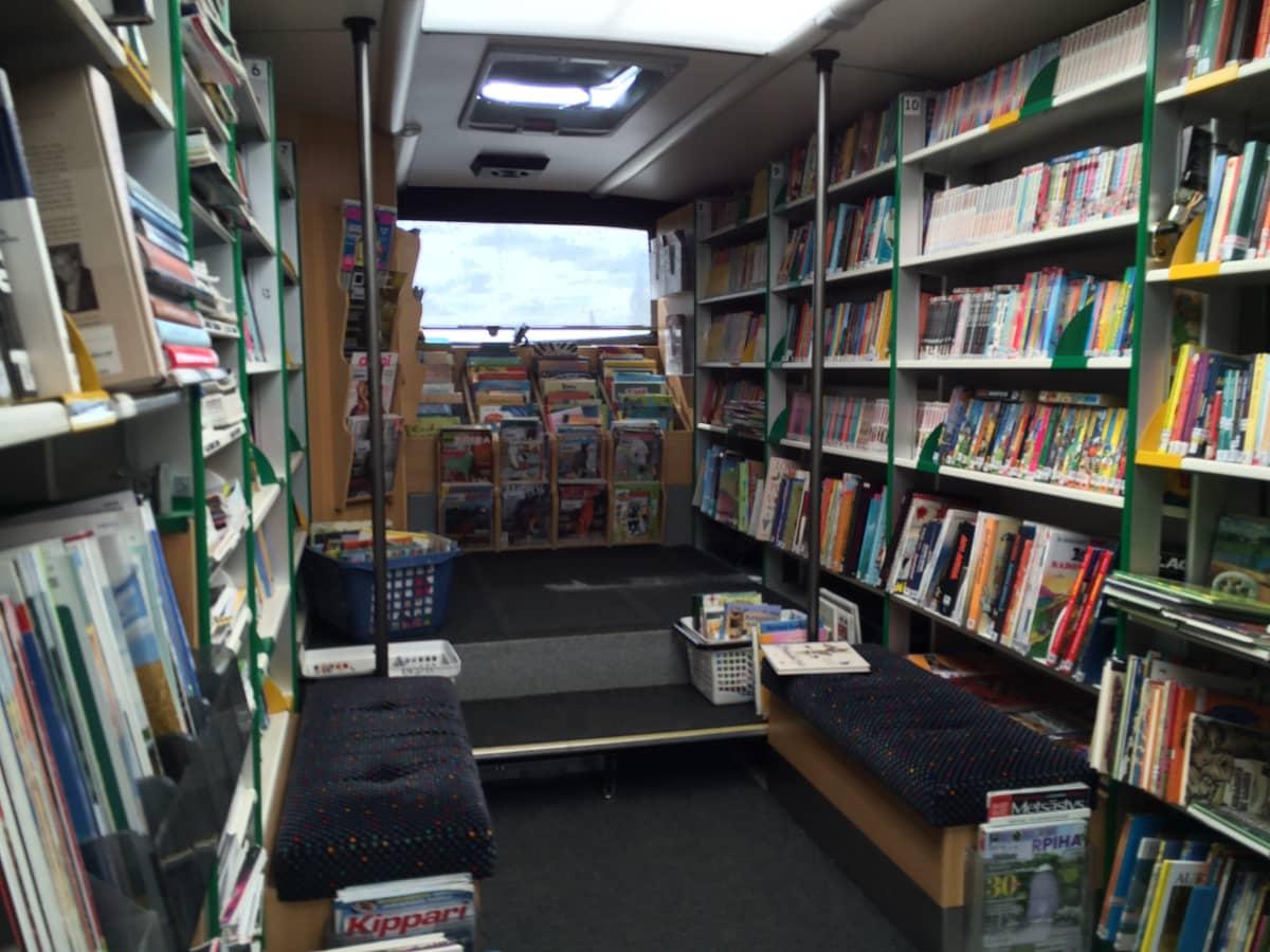 kirjastoauto sisältä
