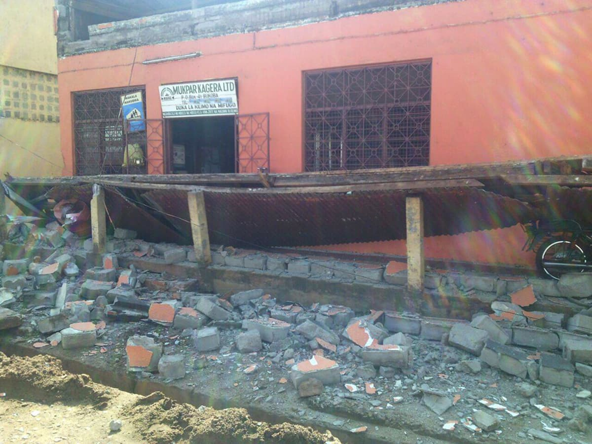 Maanjäristyksen romahduttamia rakennuksia Bukobassa, Tansaniassa lauantaina.