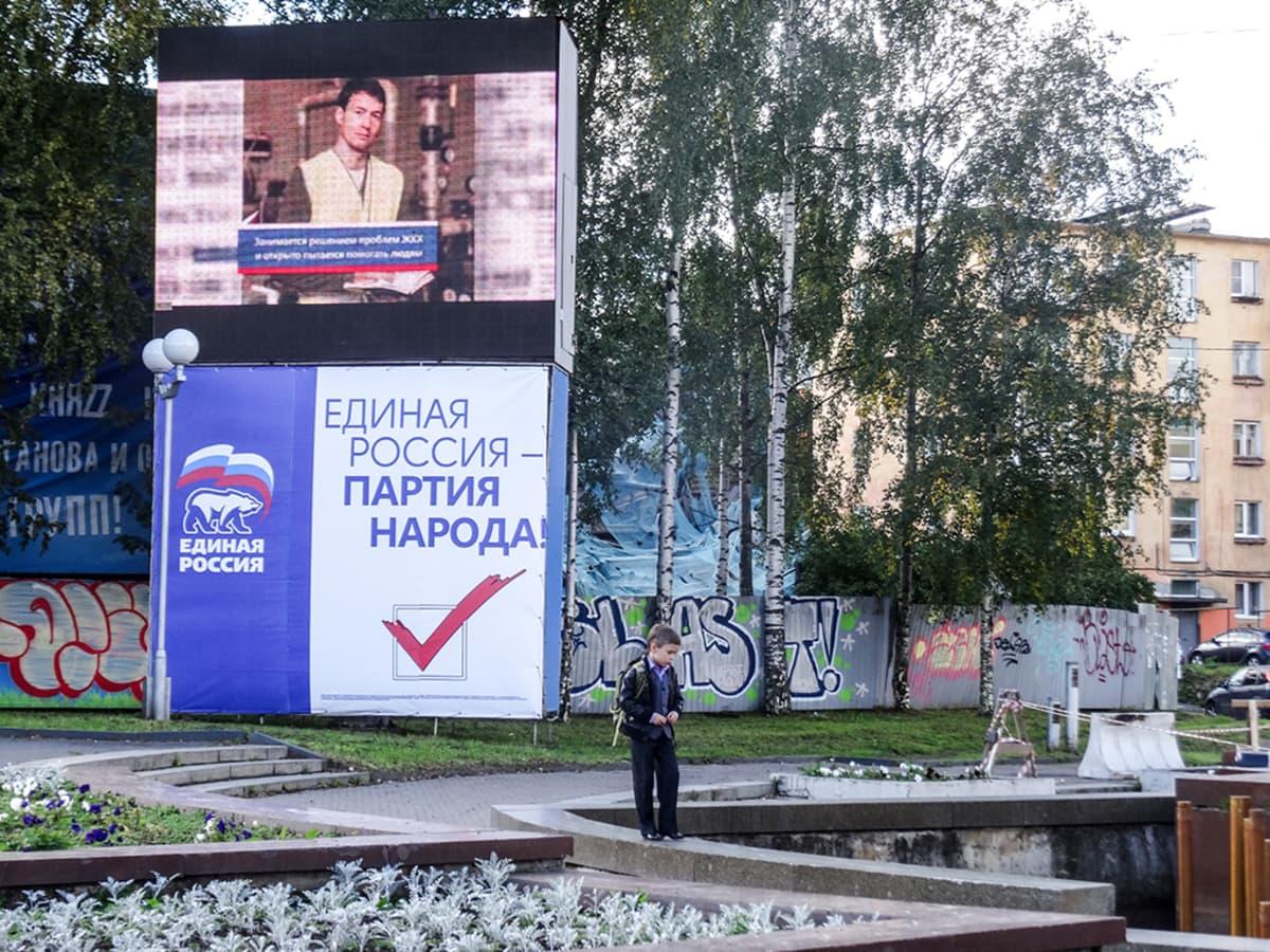 Yhtenäisen Venäjän vaalimainoksia näkyy enemmän kuin minkään muun puolueen mainoksia Petroskoissa.