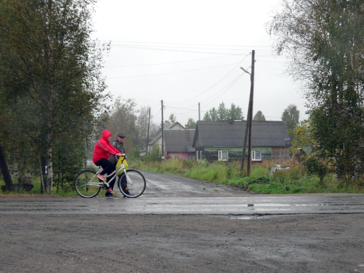 Tšalnan kylässä elää noin 2000 ihmistä.