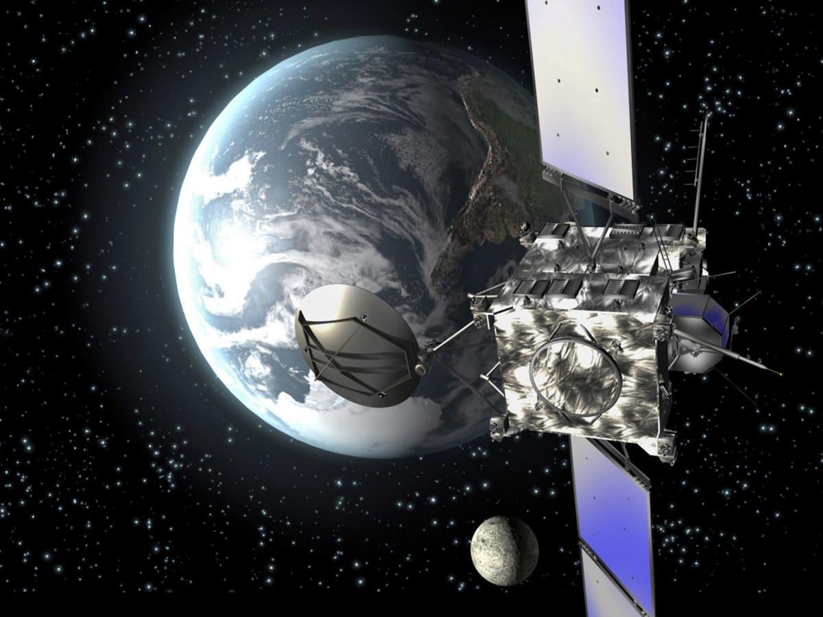 Piirroskuva siivekkäästä laatikkomaisesta luotaimesta, takana maapallo ja Kuu.