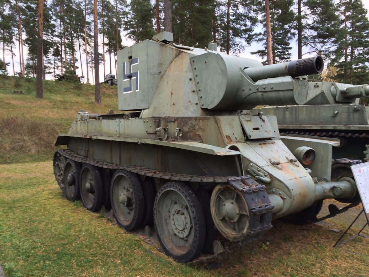 Panssarivaunu BT-42