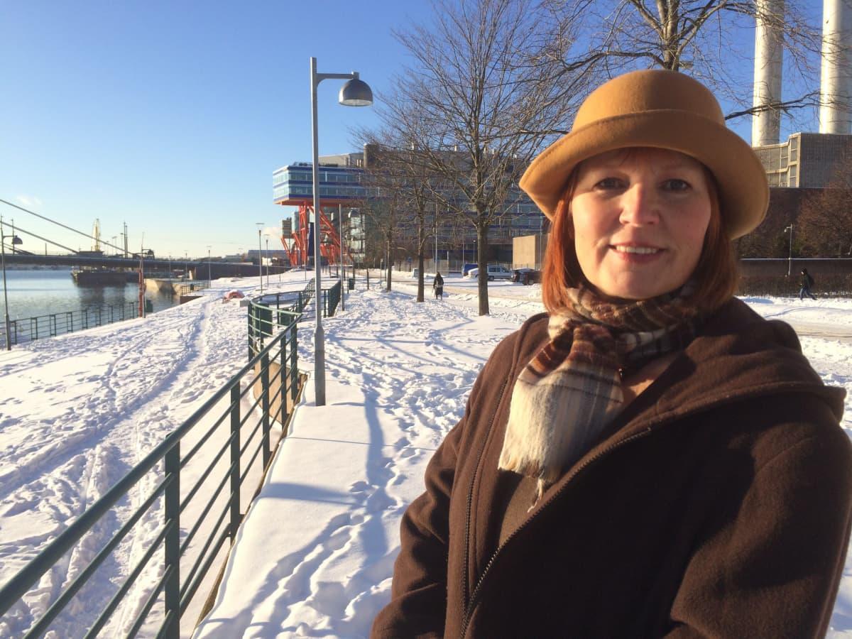 Jyrki Hämäläisen pitkäaikainen puoliso Arja-Liisa Ingus antoi näytelmän käsikirjoittajille taustatietoja.