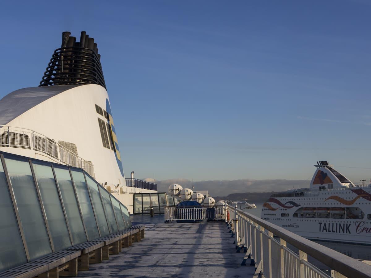 Tallinnan satamassa Eckerö Linen ja Tallinkin laivat.
