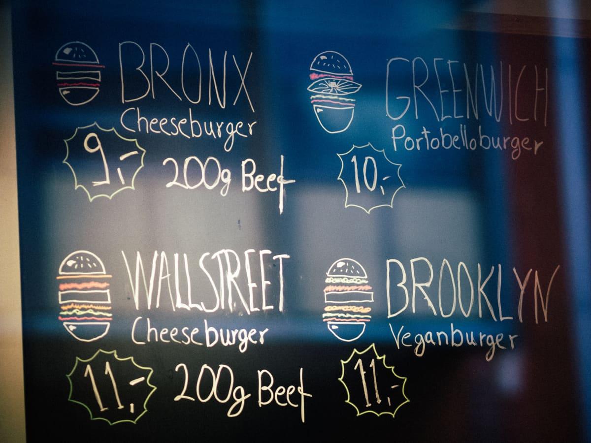 Social Food Burgerjointin menu on lyhyt ja ytimekäs.