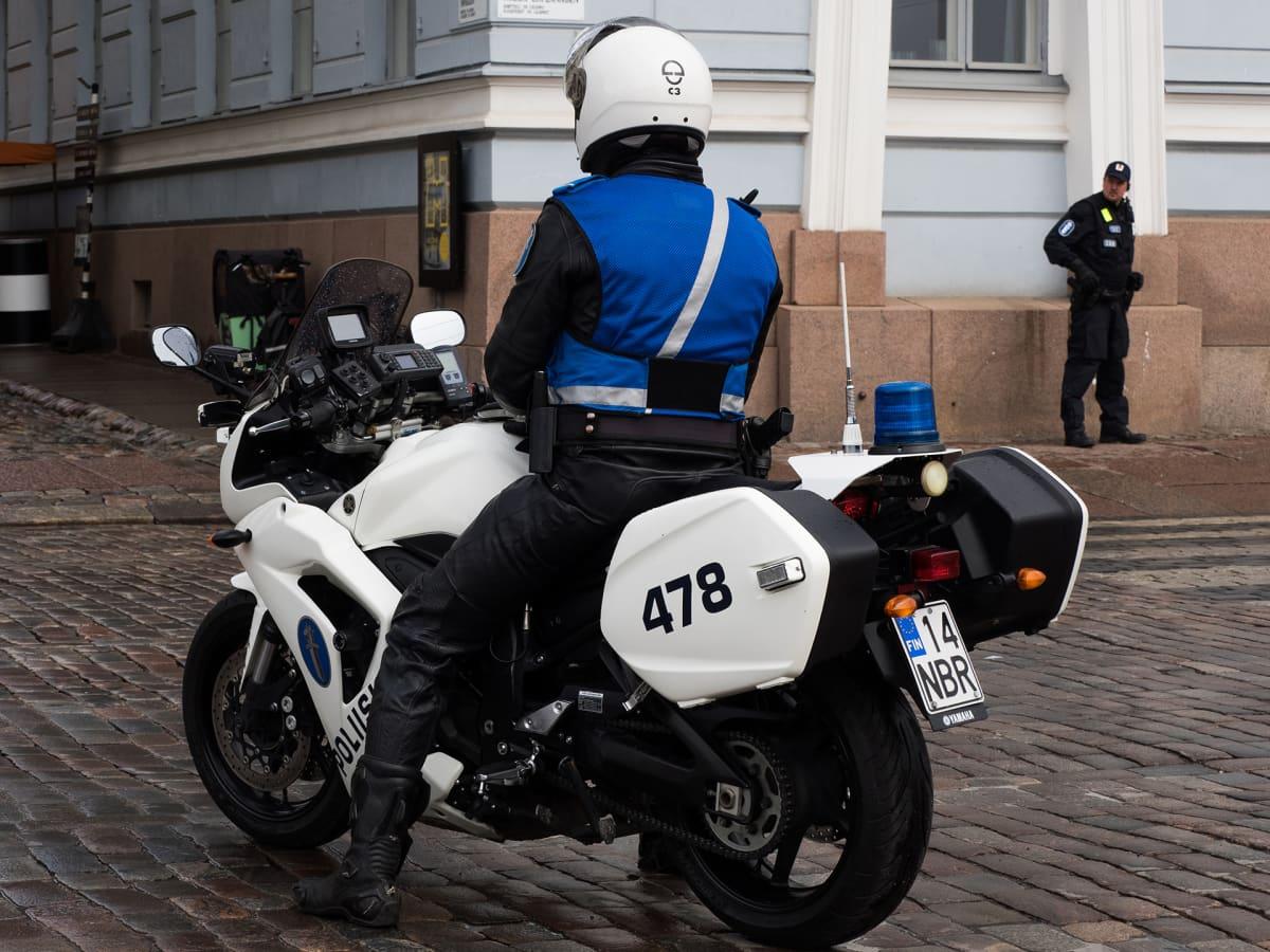 Moottoripyöräpoliisi