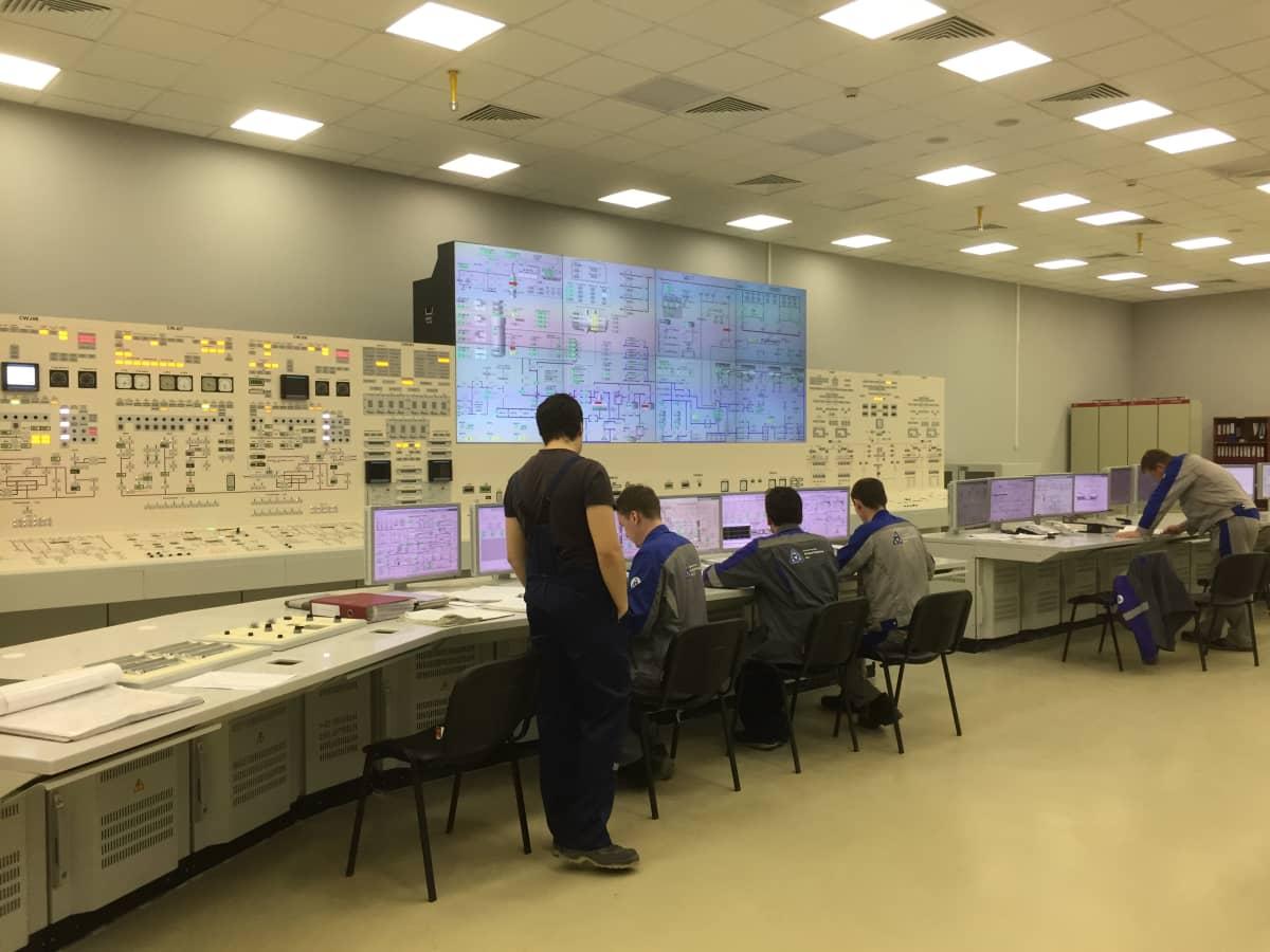 Venäjän Sosnovyi Borissa sijaitsevan LAES 2:n ykkösreaktorin valvomo.