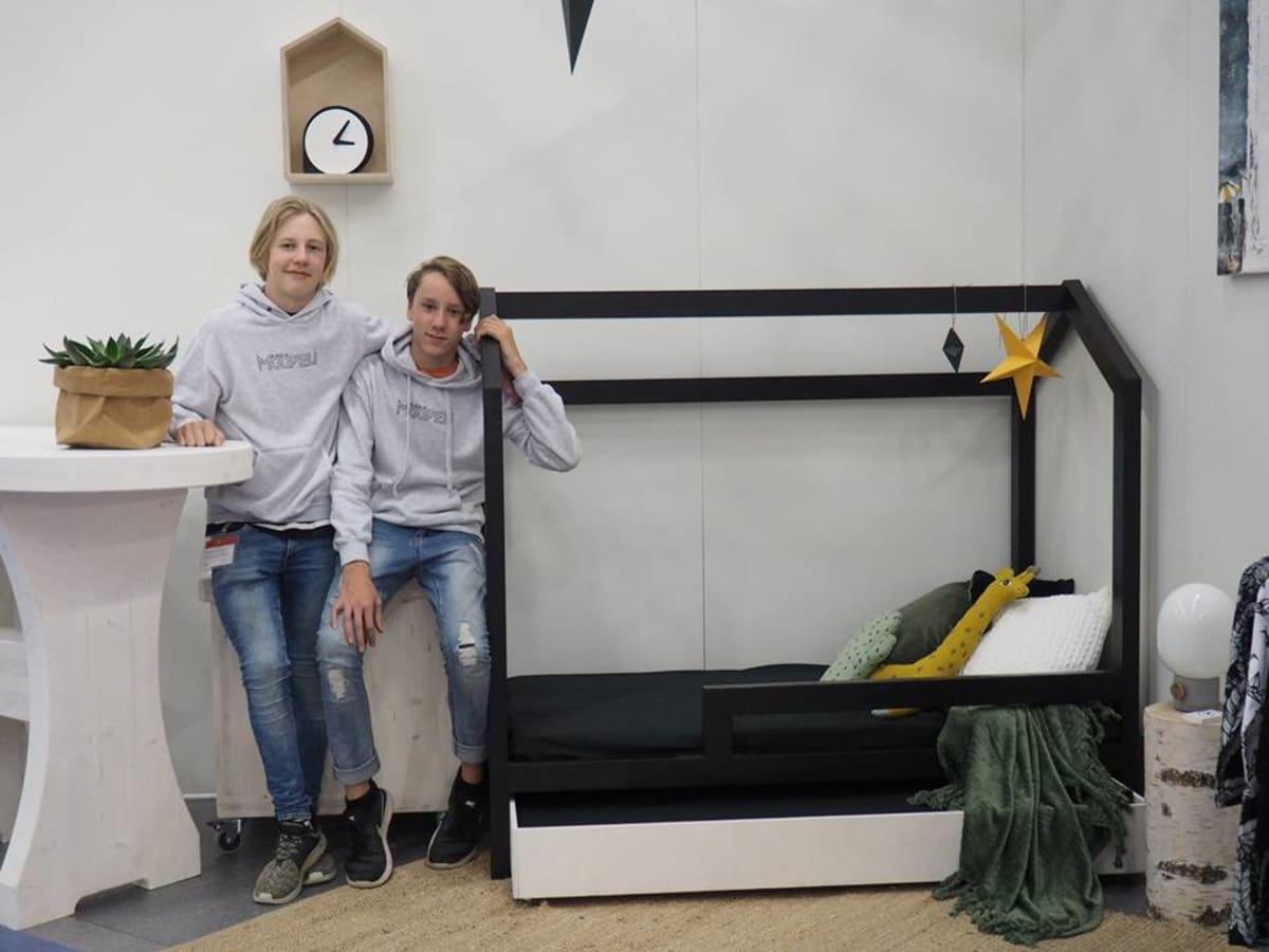 Nuoret yrittäjät Konsta Keskitalo ja Kalle Iskala Habitare-messuilla