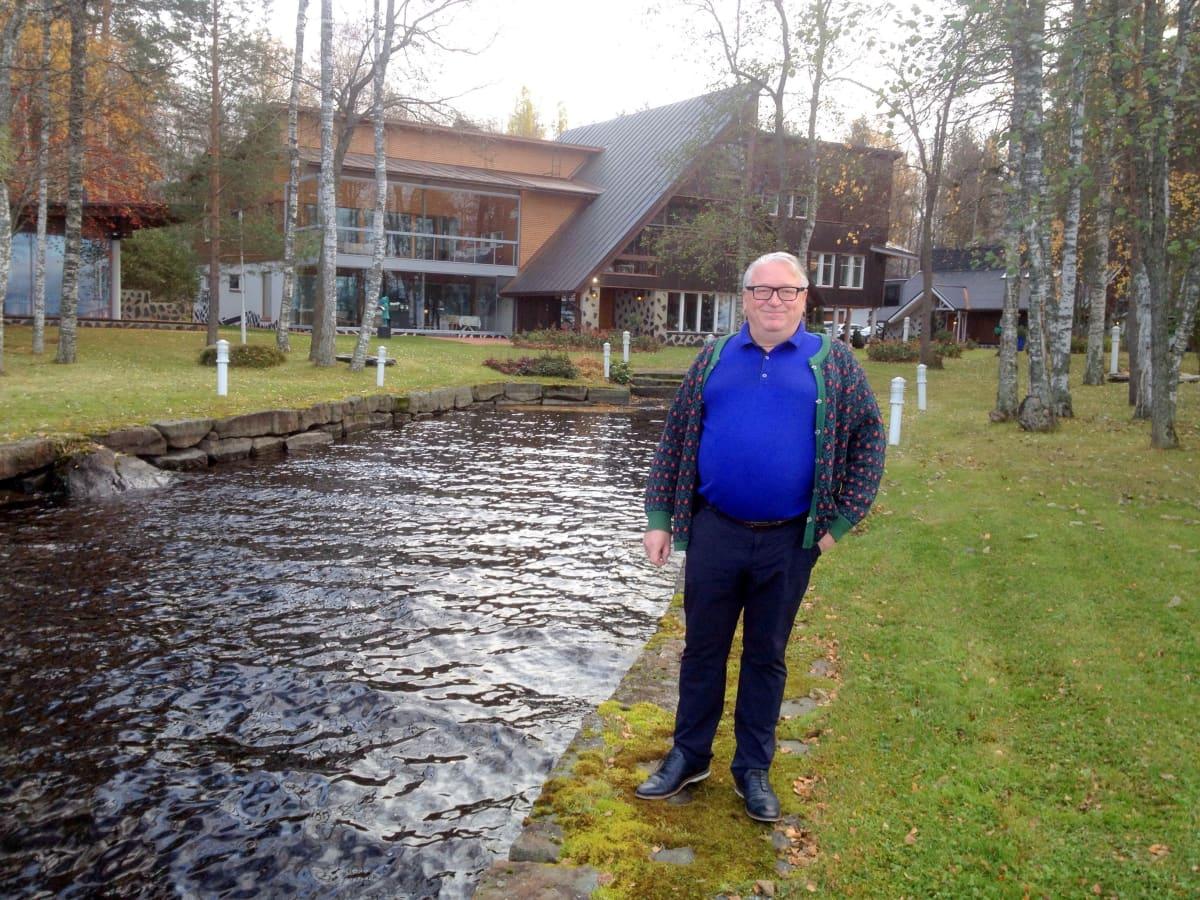 Liikemies Kyösti Kakkosen hulppea maaseutukoti sijaitsee Pyhäselän rannalla Joensuussa.