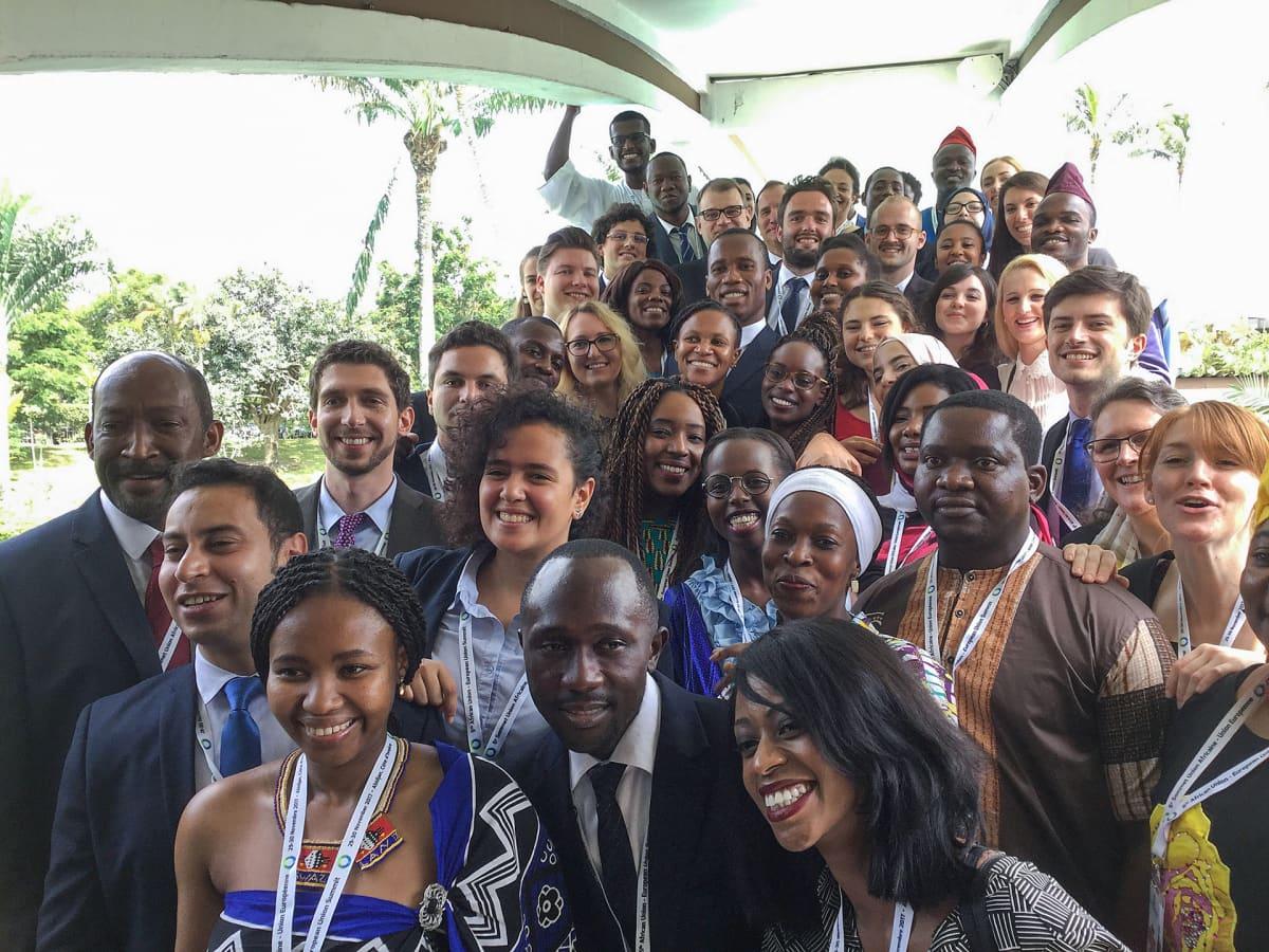 Pääministeri Sipilä Norsunluurannikolla EU:n ja Afrikan maiden päättäjien sekä nuorten tapaamisessa.