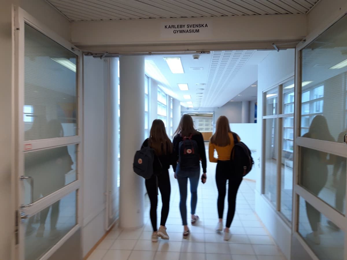 Studerande i Karleby svenska gymnasium.
